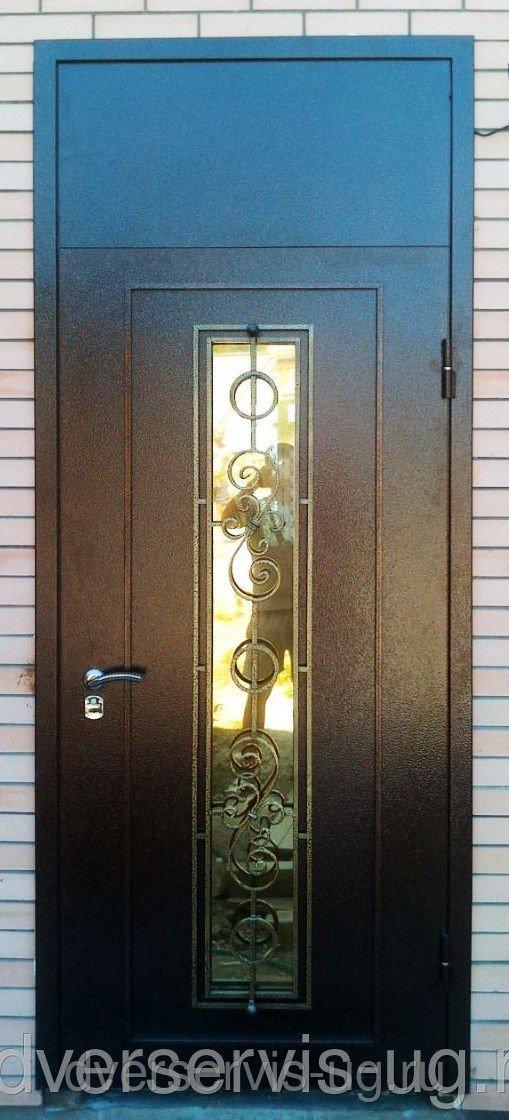 Дверь с ковкой и глухой фрамугой