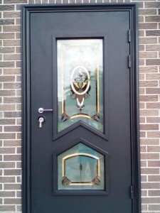 Стальная дверь с витражами и терморазрывом