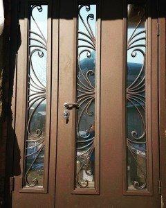 Дверь со стеклом и ковкой Радостть