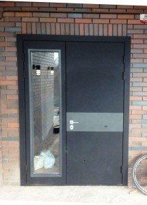 Дверь со стеклом  Трамп