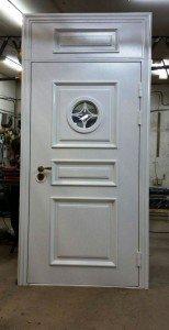Парадная дверь в дом