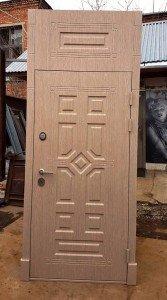 Дверь с капителью