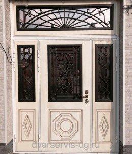 Входные парадные двери со стеклом