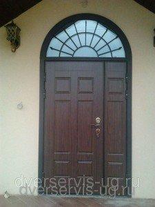 Двухстворчатые двери с арочной фрамугой