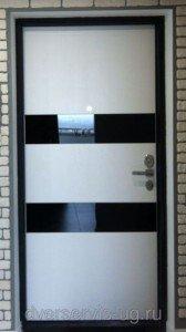 Дверь в квартиру белое дерево+стекло