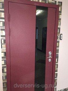 Стальная дверь с отделкой из стекла