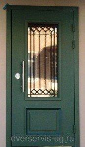 Зеленая входная дверь с остеклением на заказ