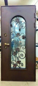 Виноград дверь с ковкой  и стеклом
