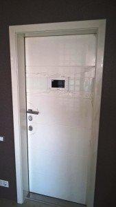 Входная дверь с видеомонитором